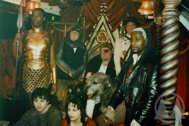 Back row: Tanya Moodie (as Hunter), Timothy Bateson (as Halvard), Freddie Jones (as The Earl), Arthur Whybrow (as Tooley), Paterson Joseph (as The Marquis). Foreground: Gary Bakewell (as Richard), Laura Fraser (as Door).